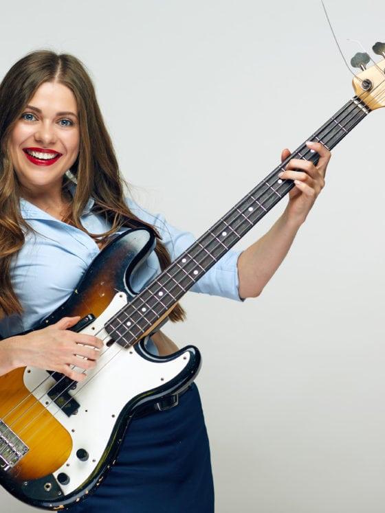 Des cours de guitare basse à Paris dans l'école Easy Band