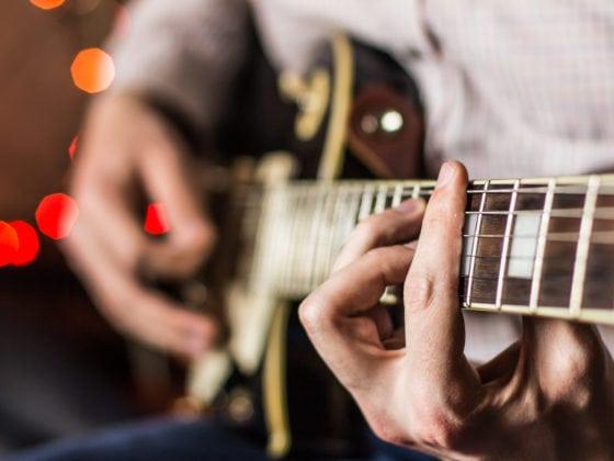 Cours de guitare débutant à Paris