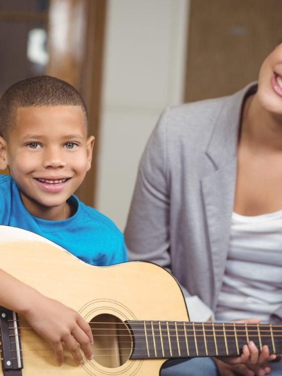 Cours de guitare pour enfant à Paris